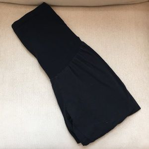 Black capri maternity leggings